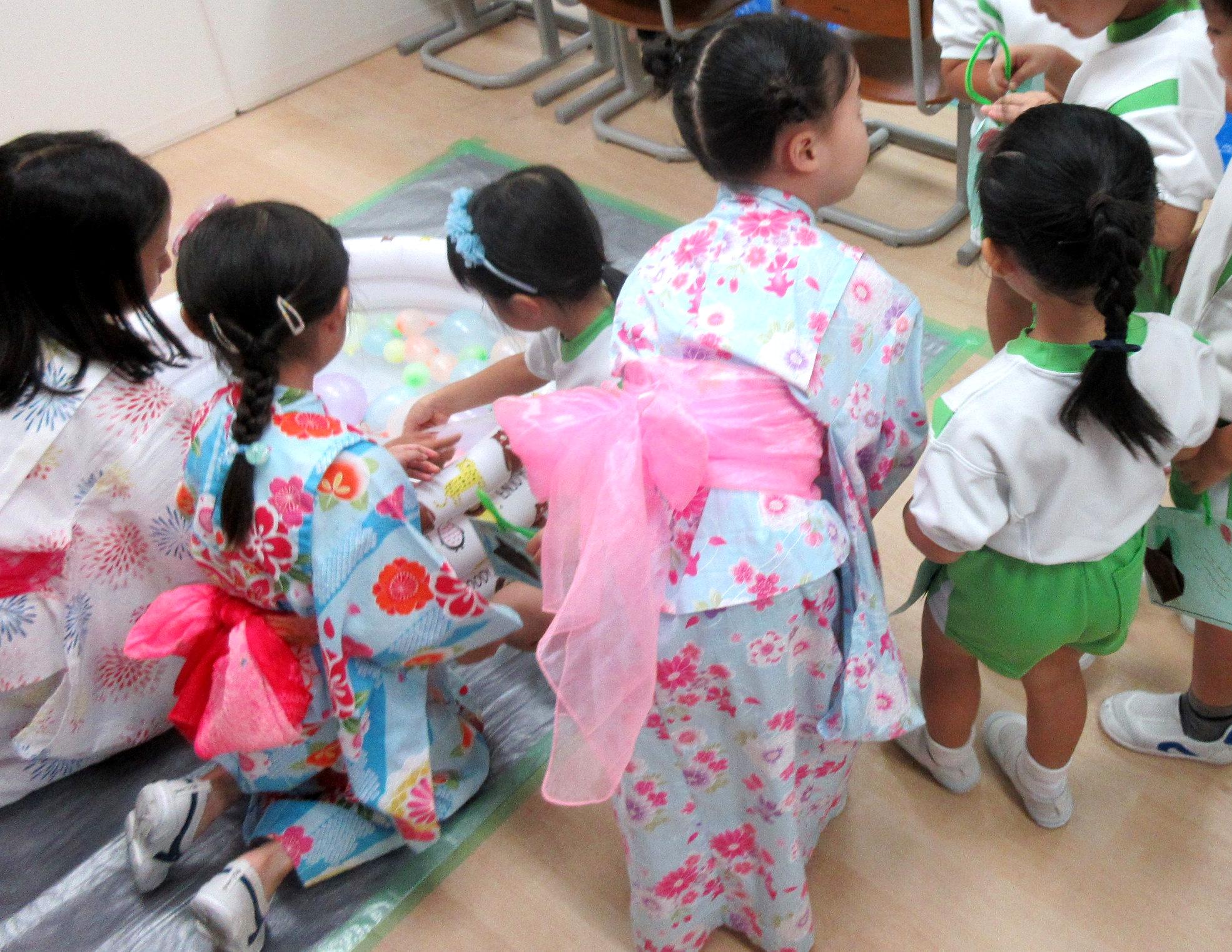 幼児部から可愛いお客さんがたくさん来ました