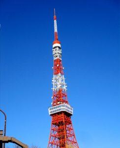 冬の青空の下、東京タワーでございます